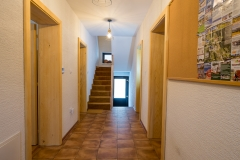 Chodba a schodisko k apartmánu (Corridor and stairway to appartment)